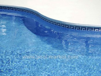 Чистый борт бассейна и ватерлиния - показатель того, что за бассейном и качеством воды следят правильно
